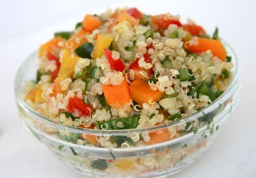 C mo preparar ensalada de quinoa la guia de las vitaminas for Cocinar quinoa al vapor