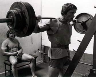46-arnold-schwarzenegger-squatt