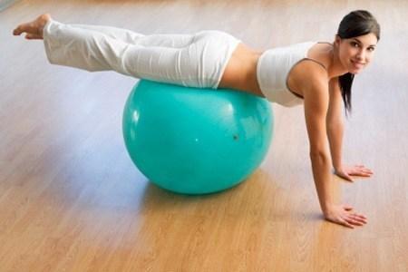 equilibrio con pelota ejercicios abdominales