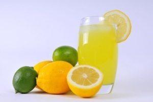 Beneficios de beber agua de limón todas las mañanas