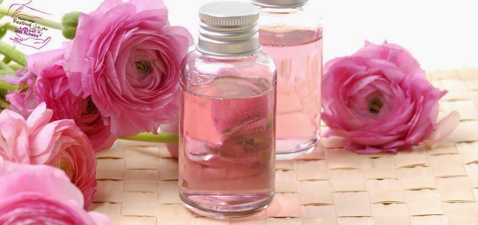 Puedes limpiar tus ojos con agua de rosas