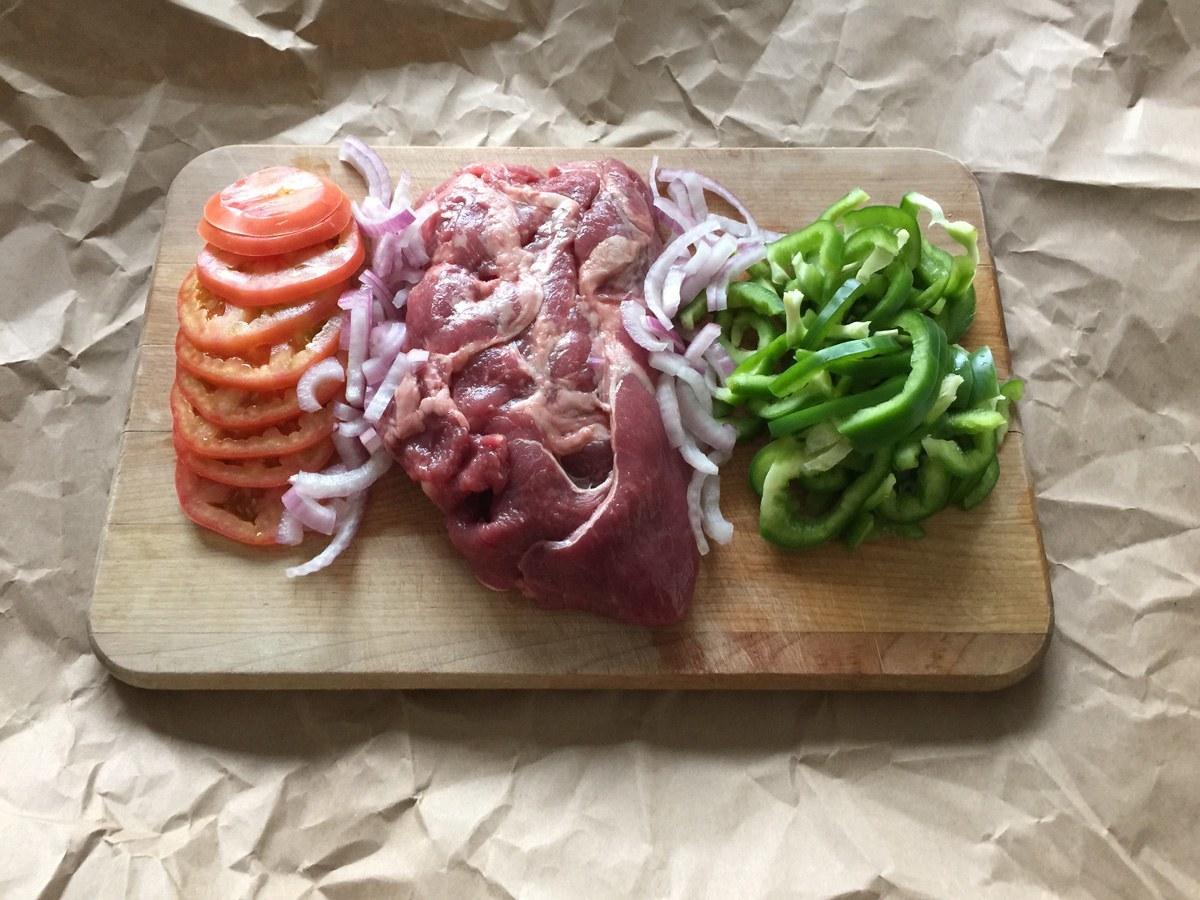 carne-pimiento-cebolla-y-tomate
