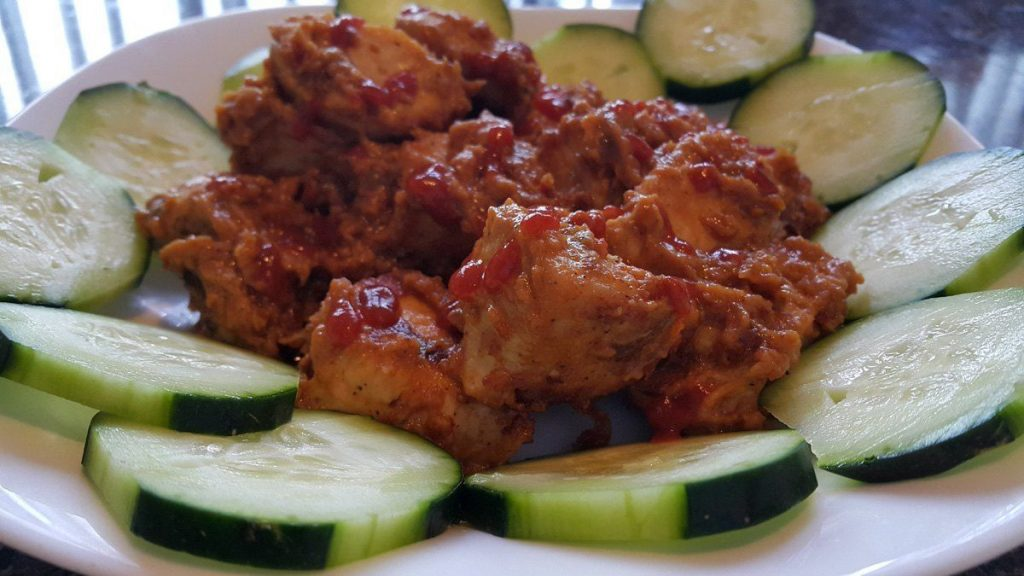 Pollo-en-salsa-de-cacahuate-estilo-Thai--bajo-en-carbohidratos