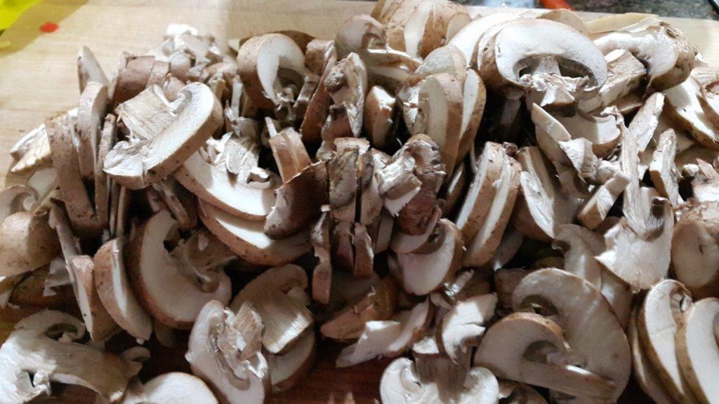 champiñones-cortados-en-tiras