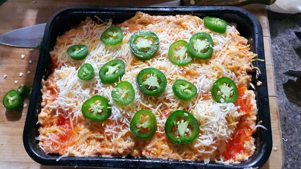 pollo-con-crema-de-salsa-buffalo--tocino--queso-y-chile-jalapeño