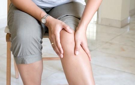 Los dolores en los riñones de la causa al sobreenfriamiento