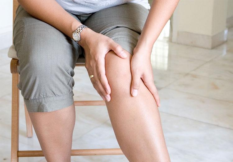 mujer-con-dolor-en-rodilla