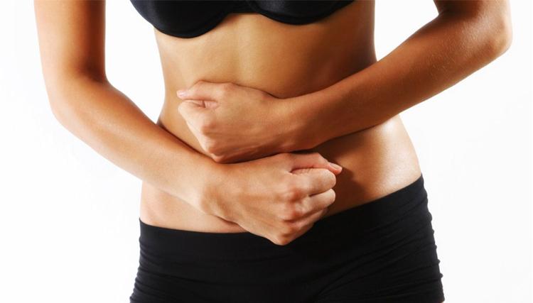 mujer-con-dolor-estomacal
