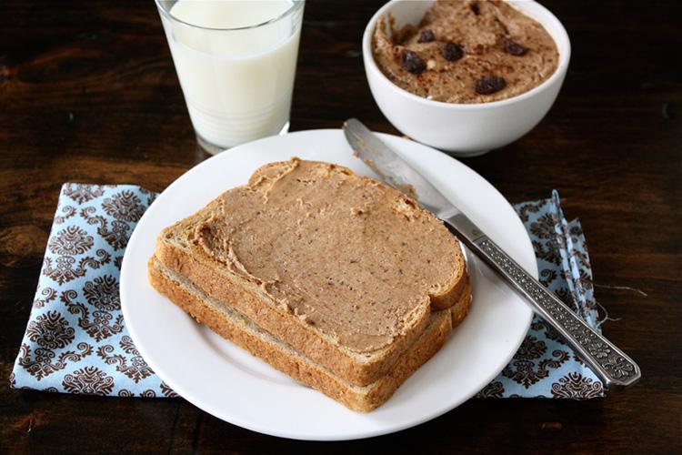 pan-tostado-con-mantequilla-de-almendra