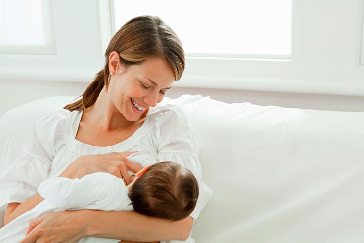 mujer-amamantando-a-bebe
