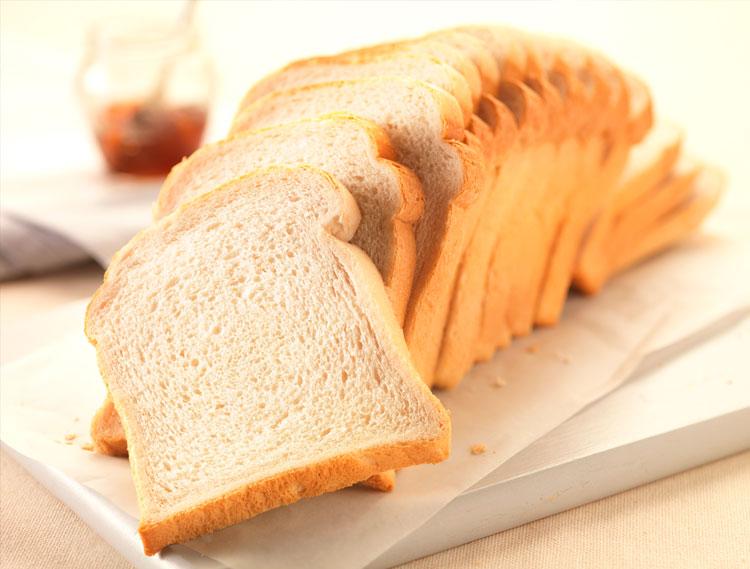 tabla-con-pan-blanco
