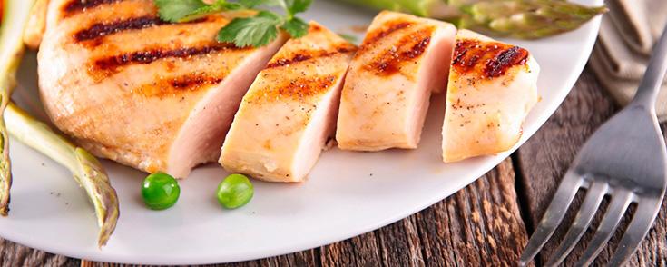 10 alimentos que son casi pura prote na la gu a de las - Platos con pechuga de pollo ...