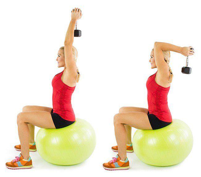 Extensiones de tríceps sentada con mancuerna
