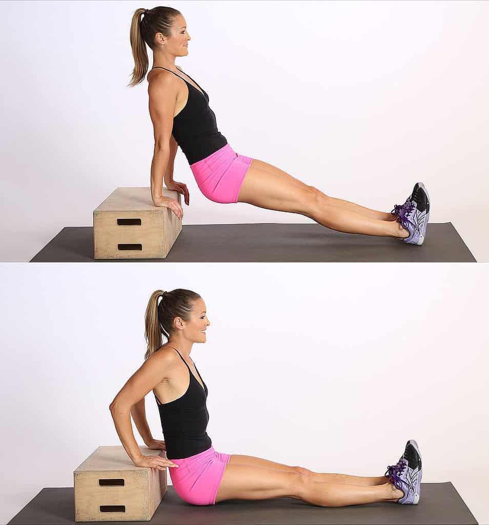 Flexiones de tríceps en silla